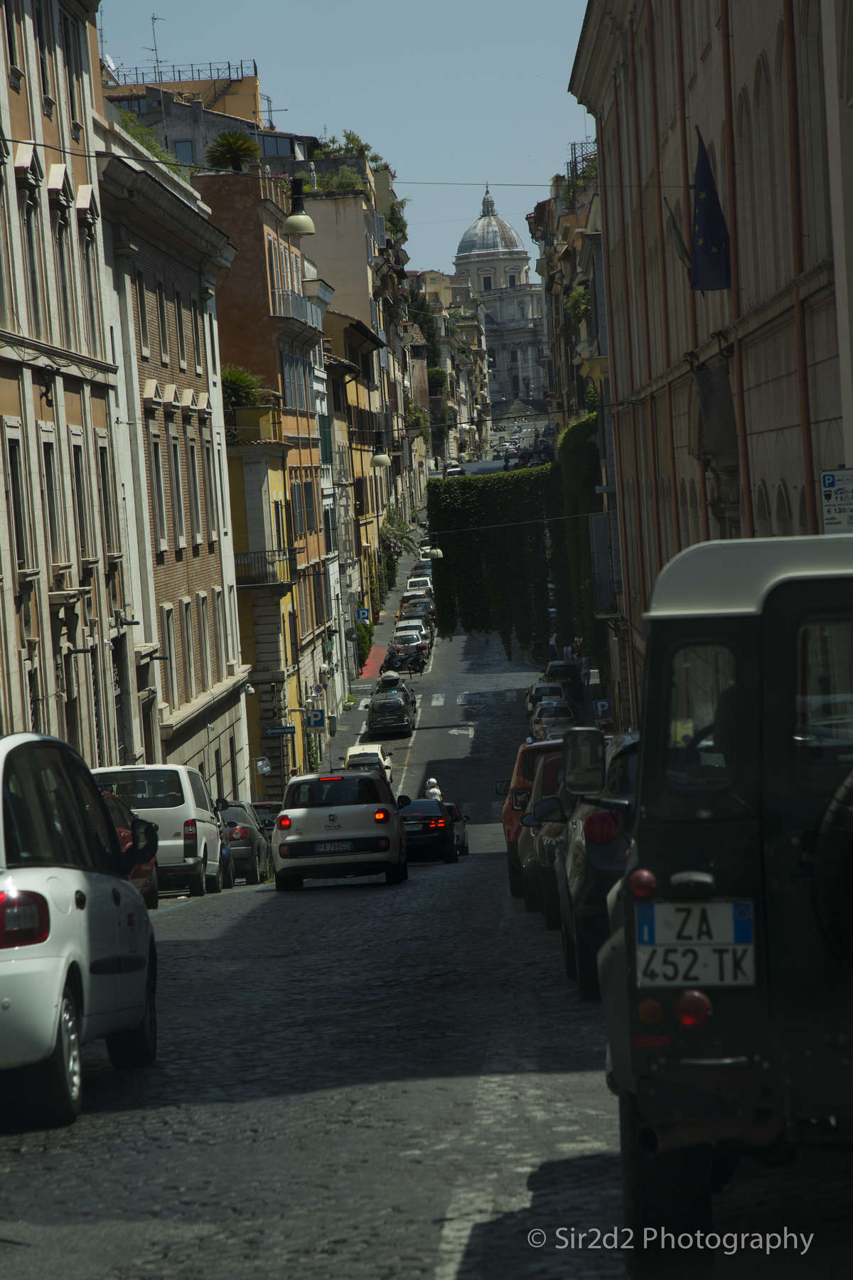 A Narrow street in the heart of Rome.